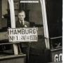 1936-07-28-godeffroy-mit-typschild-im-hintegrund-klein-a