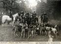 1937-11-04-jagdschloss-grunewald-jaeger-und-meute-klein