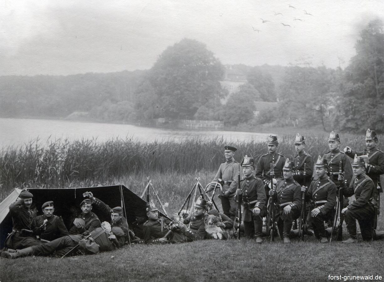 Gardeschützen am Grunewaldsee / Jagdschloss Grunewald