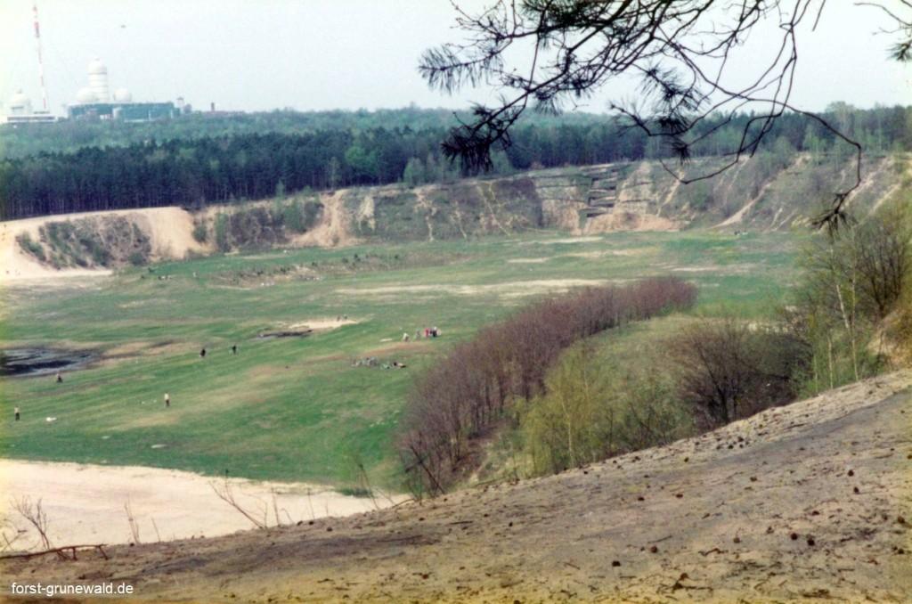 1979 Kiesgrube Teufelssee mit Radaranlage klein